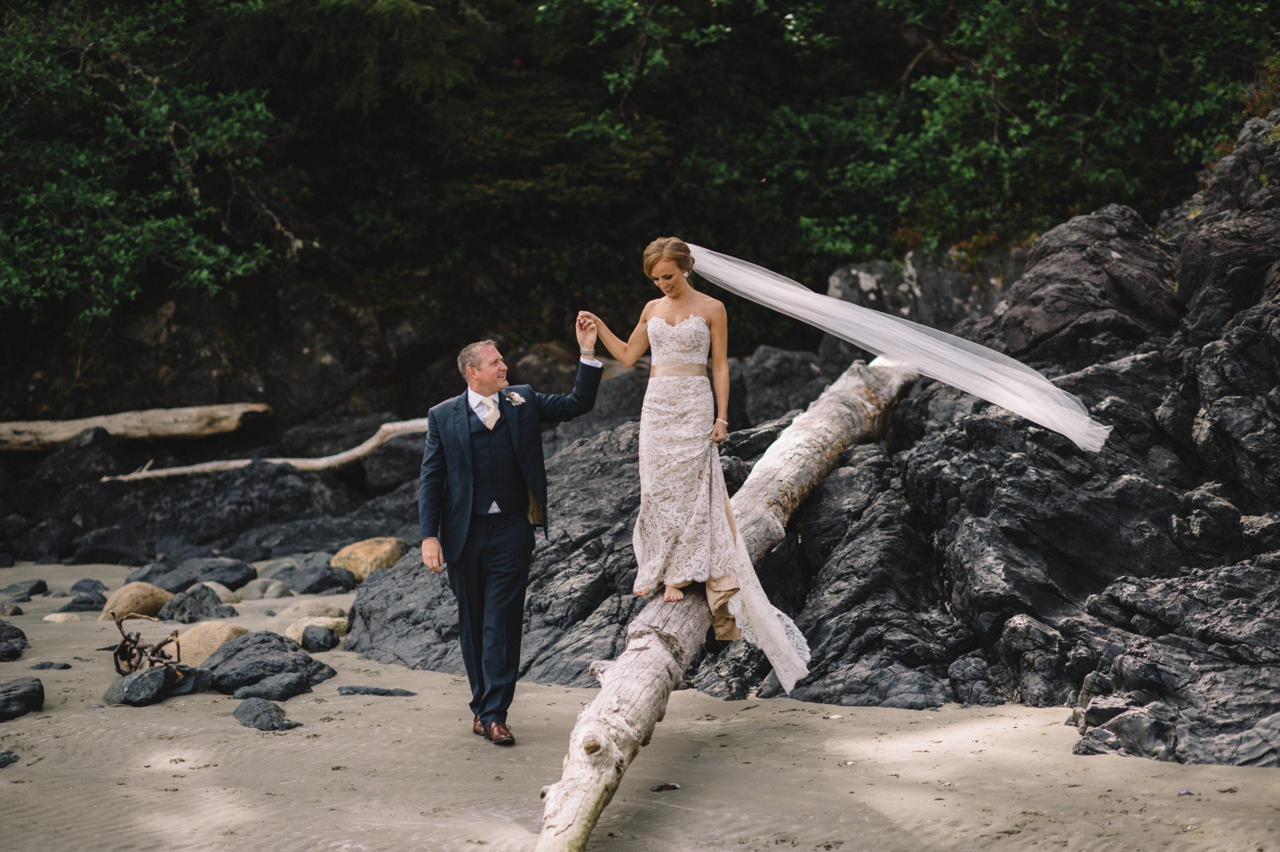 Szymon Szymczakowski_Tofino Beach Wedding